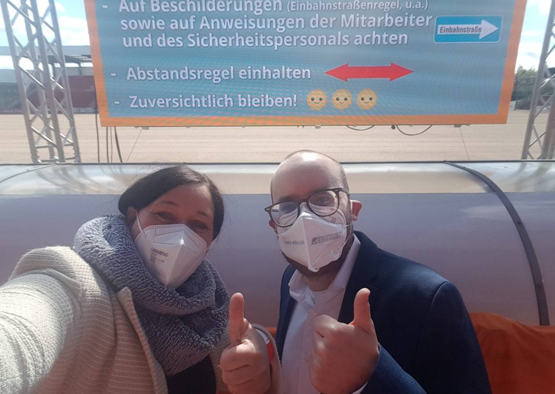 Bundestagskandidaten Birgit Obermaier und Felix Locke, der stellvertretende Generalsekretär Freie WÄHLER Bayern